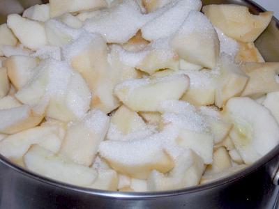 яблоки с сахаром для пюре