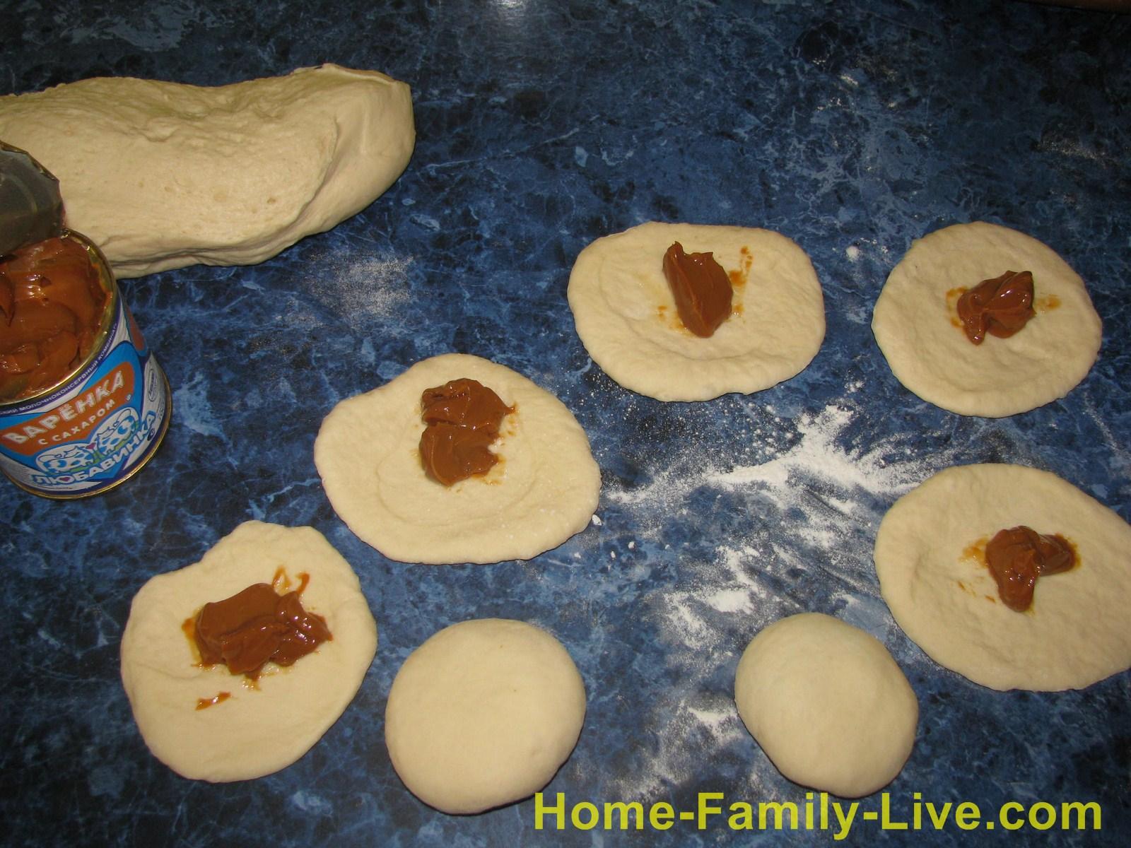 Рогалики с вареной сгущенкой рецепт с фото готовых изделий