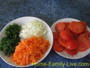 Лук , морковь ,зелень помидоры
