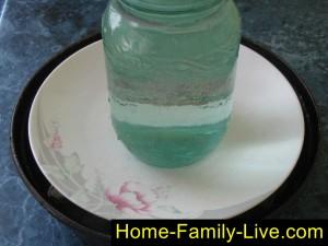 Налить воды, поставить груз