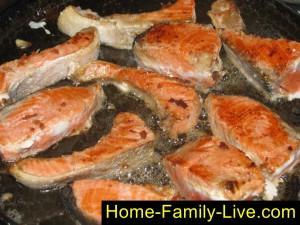 Обжарить рыбу