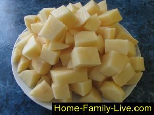 Нарезать картофель для борща