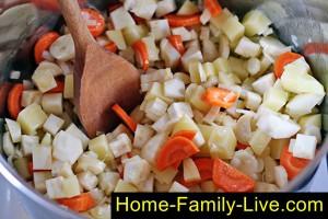 Потушить овощи для фасолевого супа