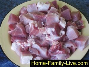 Нарезать мясо для шашлыка