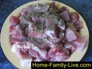 Посыплем мясо специями