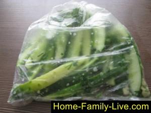 Встяхнуть и убрать пакет в холодильник на 4-5 часов