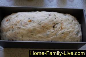 Положить тесто в формы