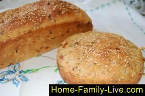 Готовый хлеб с луком и укропом