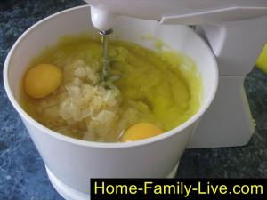 Добавим яйца в пюре