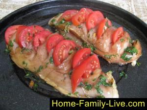 Сделать надрезы, вставить помидоры