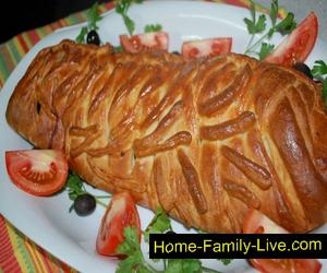 пирог плетенка с фаршем и яйцом