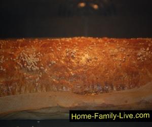 Пирог луковый из слоёного теста