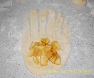 Сдобные булочки с яблоками
