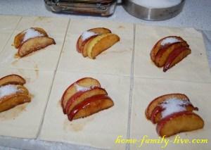 Яблоки в слоеном тесте
